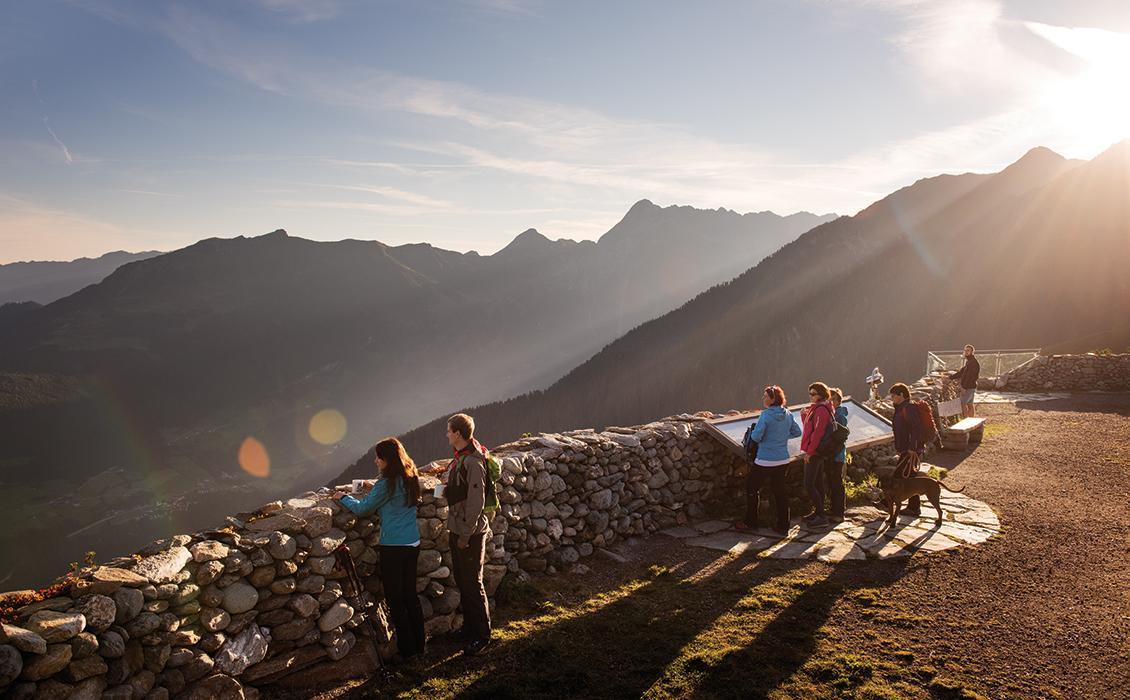 Sonnenaufgang-Aussichtsplattform-Zillertal